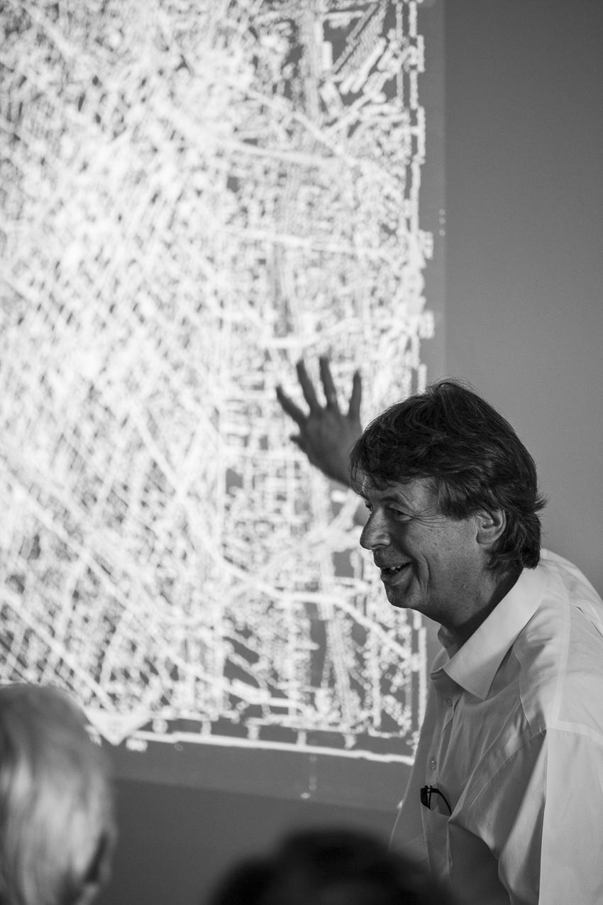 Peter Kogler (2016): Lecture, Intervention 03 / Im Raum mit_ (19.02. - 28.07.2016), BNKR München. Fotografie: Dominik Gigler.