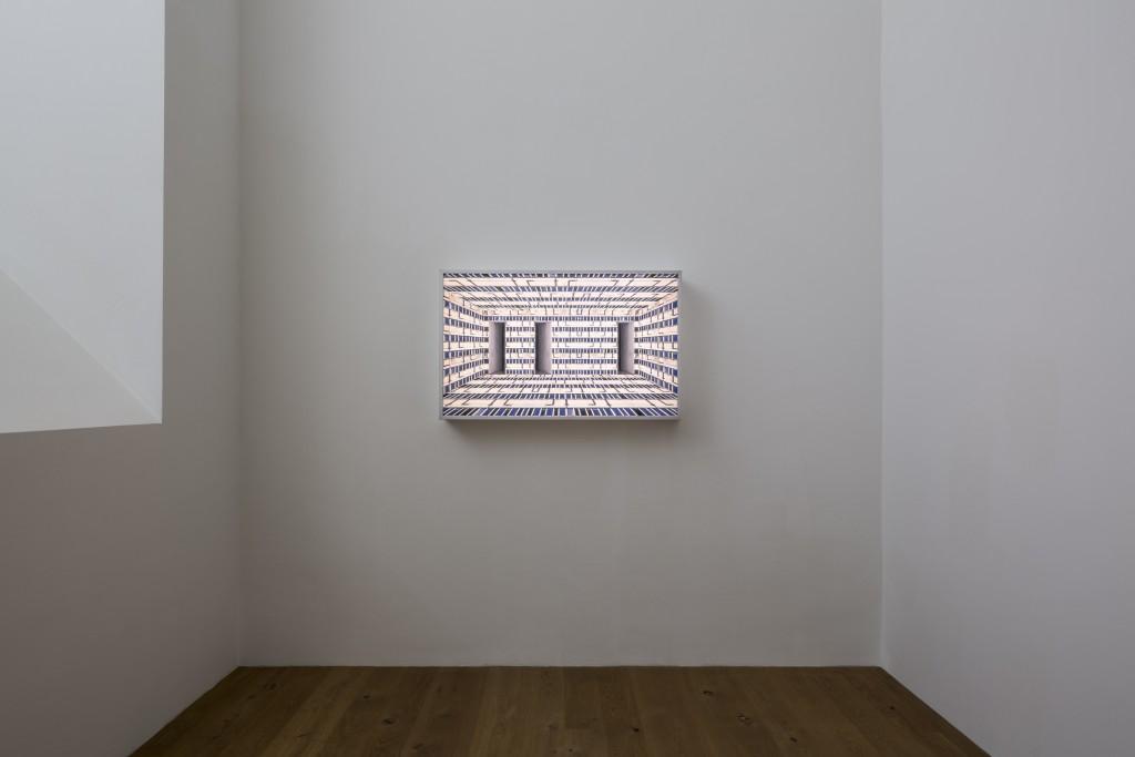 Virtual Interior UM. Leuchtkasten, 62x102x15 cm, 2007. Annett Zinsmeister: Urban Shelter? / BNKR München (30.09.2016 – 26.02.2017). Fotografie: Edward Beierle.